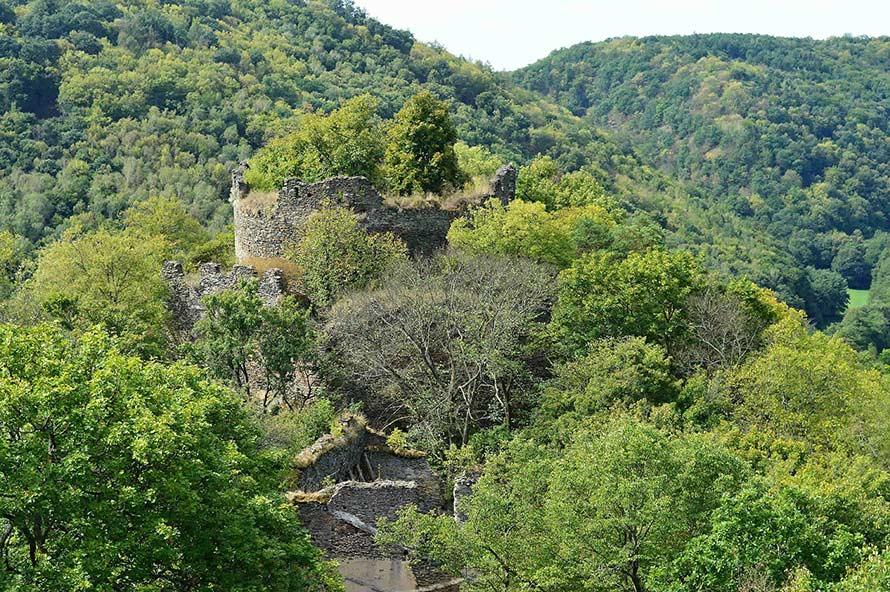 Ruine der älteren Burg Nový Hrádek